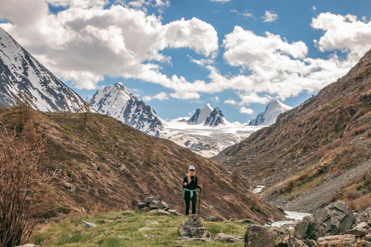 День 4. Путешествие в долину реки Аккол /2 часа заброска на УАЗ, треккинг 15 км туда-обратно, набор высоты 200м/